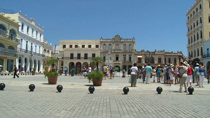 Elárasztják Kubát a turisták