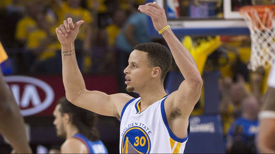 Curry empata la eliminatoria ante los Oklahoma City Thunder
