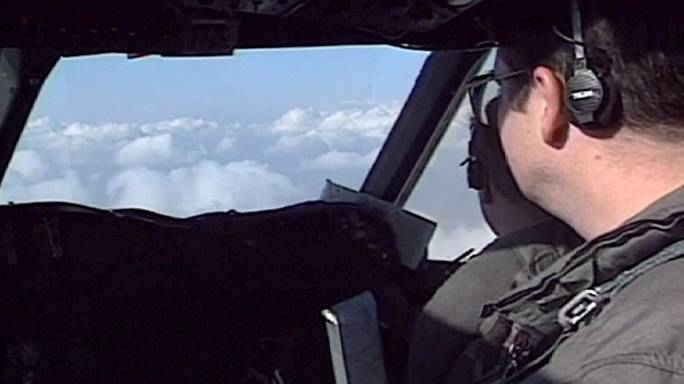 استنفار مصري ومشاركة دولية في البحث عن حطام الطائرة المفقودة