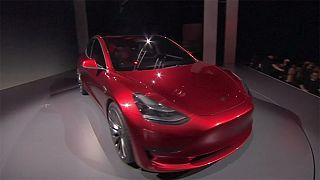 شركة تيسلا تسرع عملية انتاج سيارة تيسلا 3 الكهربائية