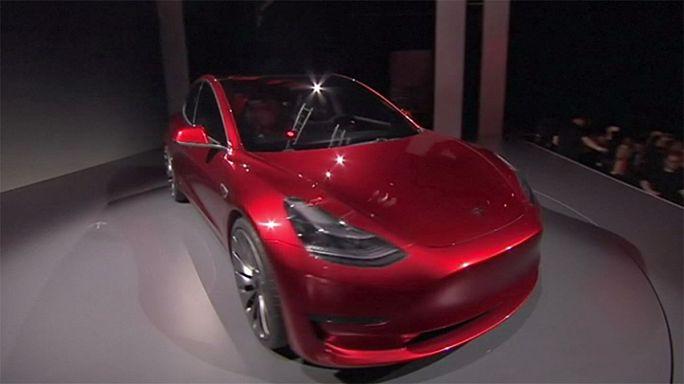 Tesla hedef büyüttü, 2018'de 500 bin otomobil üretmeyi planlıyor