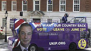 Nigel Farage et son Brexit bus à l'assaut des indécis en Grande-Bretagne