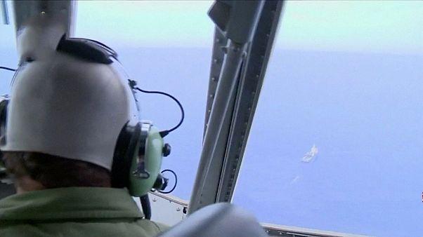 دخان على متن الطائرة المصرية قبل دقائق من تحطمها