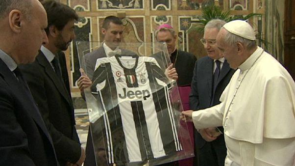 Ιταλία: O Πάπας Φραγκίσκος κοντά στους ποδοσφαιριστές