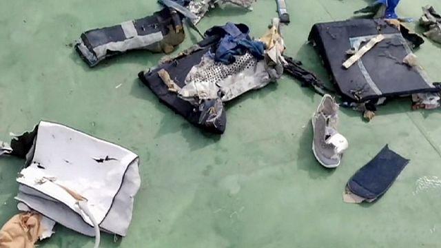 Képeket tett közzé Egyiptom az eltűnt gép roncsairól