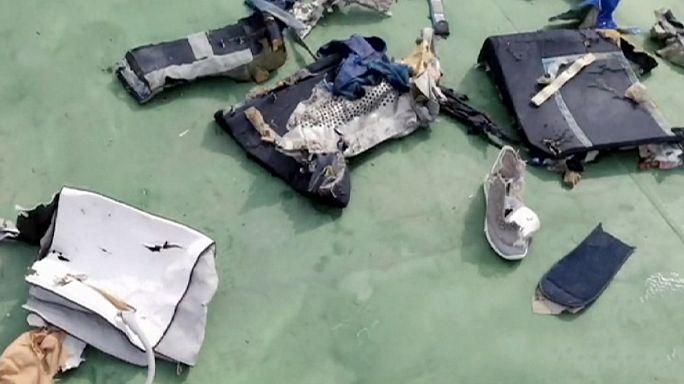 Egyptair: le immagini di alcuni resti del relitto