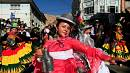 """رقصة """"واكا واكا"""" التقليدية في مهرجان لاباز"""