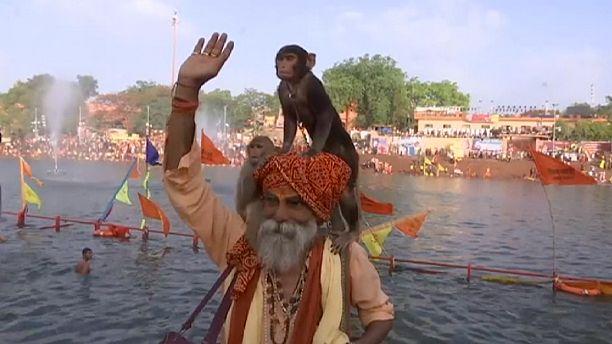مراسم حج للهندوس في مهرجان كومبه ميلا