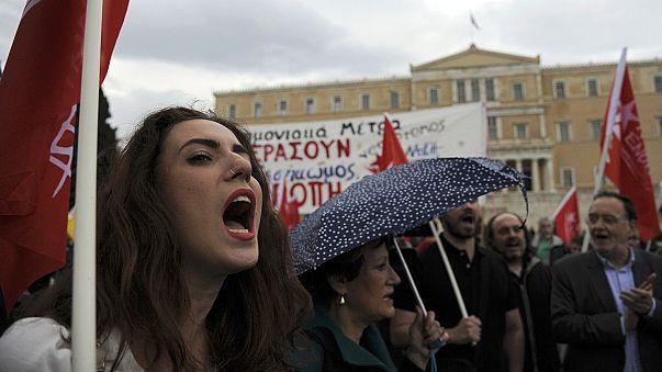 Újabb megszorításokat fogadott el a görög parlament