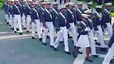 چت کردن یک فارغ التحصیل آکادمی نظامی آمریکا در مراسم رژه فارغ التحصیلی