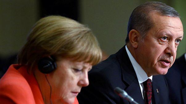 Эрдоган и Меркель обсудили турецкий закон о лишении неприкосновенности депутатов