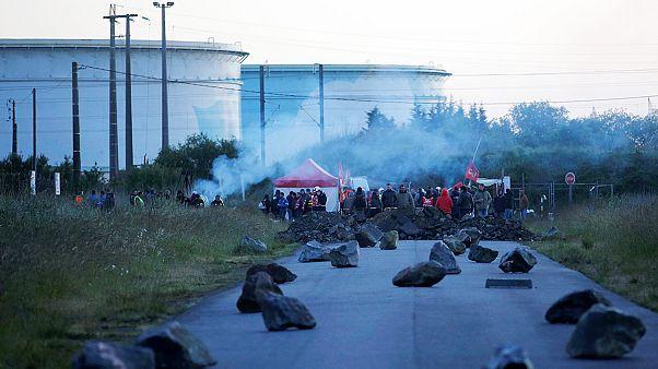 Francia: se extienden los bloqueos de refinerías y depósitos de carburante contra la reforma laboral