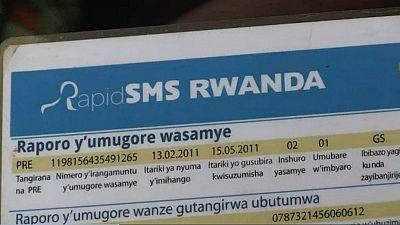 Les textos, une arme de lutte contre la mortalité maternelle au Rwanda