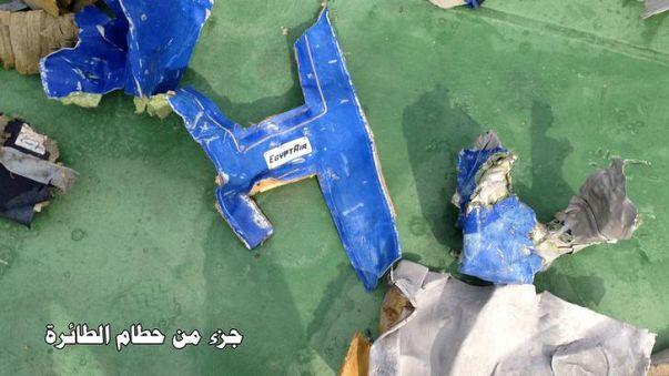 الطائرة المصرية لم تدر حول نفسها قبل السقوط في مياه المتوسط