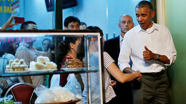 Obama sits down for $6 meal in Vietnam
