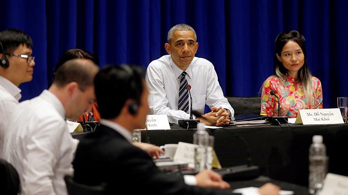 Az amerikai elnök civil aktivistákkal találkozott Hanoiban