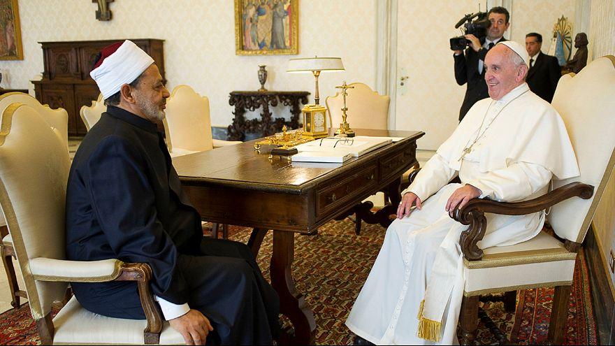 لقاء يجمع بين أحمد الطيب شيخ الأزهر والبابا فرانسيس