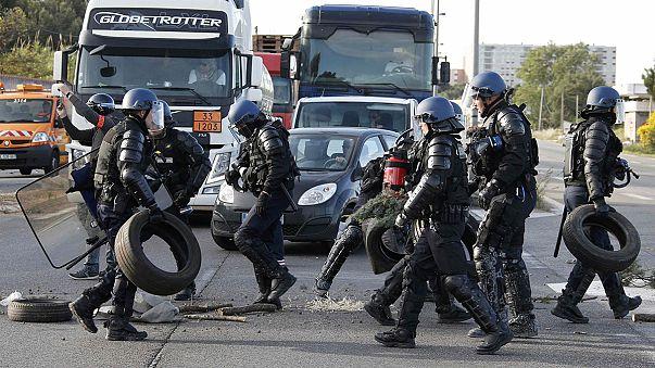 Fransa'da petrol rafinerileri grevde