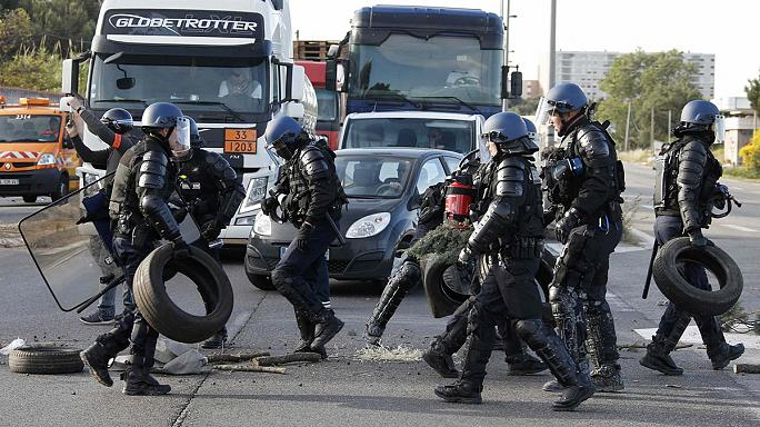 """Französische Regierung kündigt """"Befreiung"""" der blockierten Raffinerien an"""
