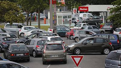 French fuel strike: frustration at the pumps and an investment warning