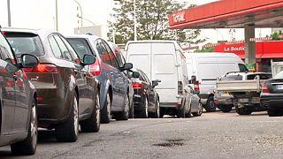 Fransa'da yol kapatma eylemleri yayılıyor