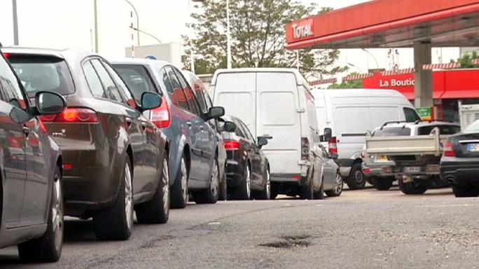 Fogy a benzin Franciaországban