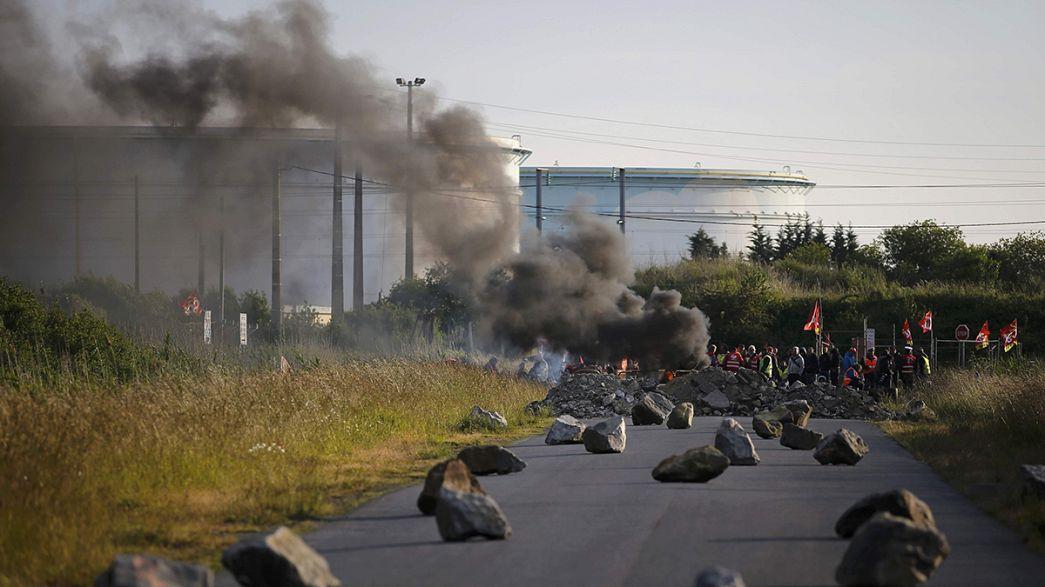 Франция: профсоюзы угрожают бессрочной общенациональной забастовкой