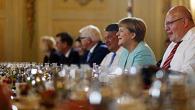 """Merkel presenta como un """"hito"""" la primera ley alemana de integración de refugiados"""