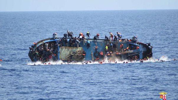 Le chavirage en direct d'une embarcation de migrants