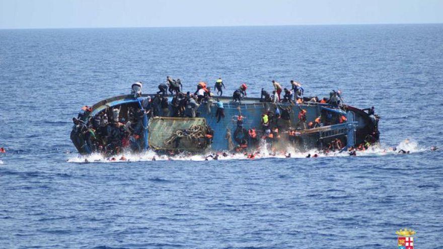 Marinha italiana salva mais de 500 migrantes ao largo da costa líbia