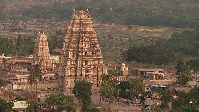 A antiga capital do império indiano de Vijayanagara tem hoje mais turistas e mais lixo