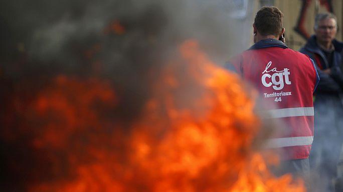 Grevler, Fransa'nın 'enerjisini' vurdu, hükümet yeni yasada kararlı