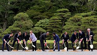 Green-fingered G7 leaders