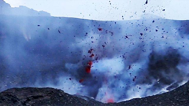 """ثوران بركان """"اتنا """" بصقلية"""