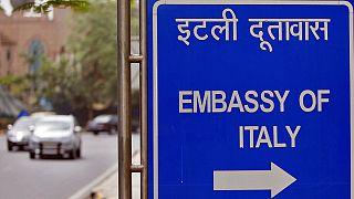 La India permite que un marino italiano regrese a su país mientras se decide quién lo juzga