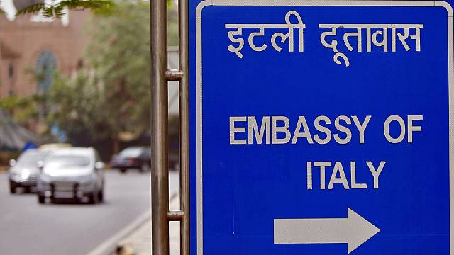 Hindistan İtalyan asker Girone'yi ülkesine iade ediyor