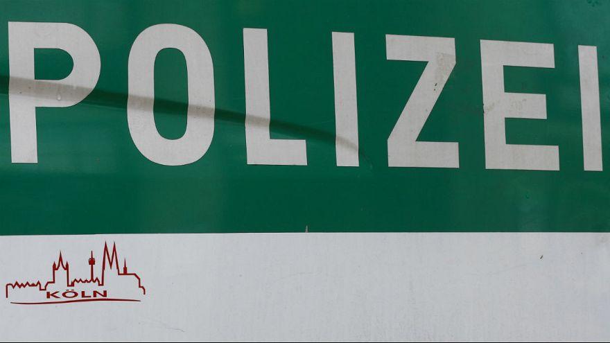 Deutschland: Gesuchte Straftäterin zu laut beim Sex - Festnahme