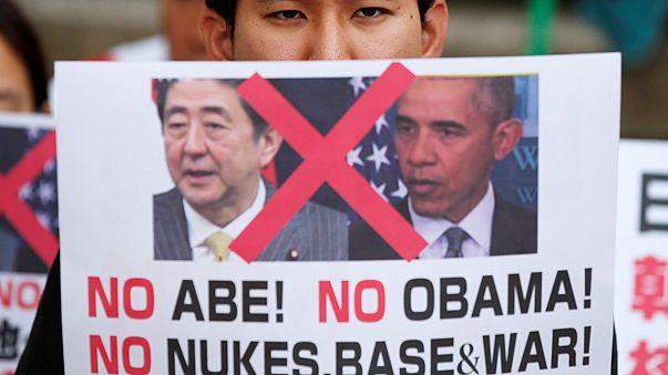 """Visita storica di Obama a Hiroshima. Manifestazioni: """"Non sei benvenuto"""""""