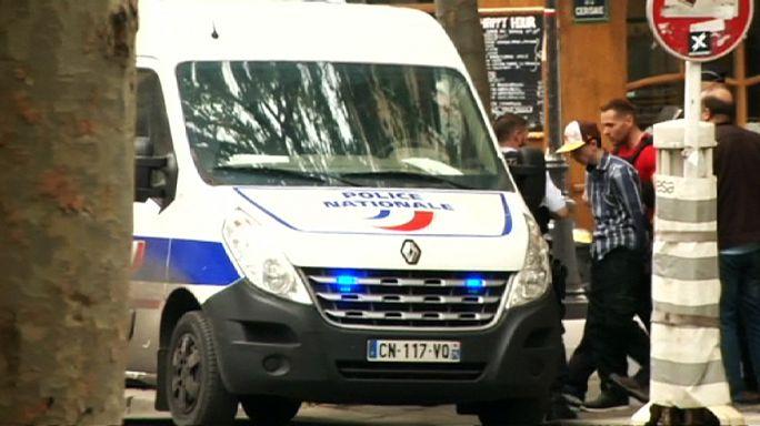 Paris'te polis zor anlar yaşadı