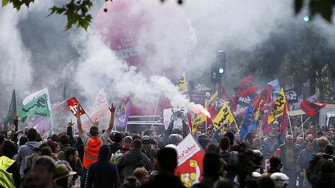 França: Milhares de pessoas desfilam contra lei do trabalho