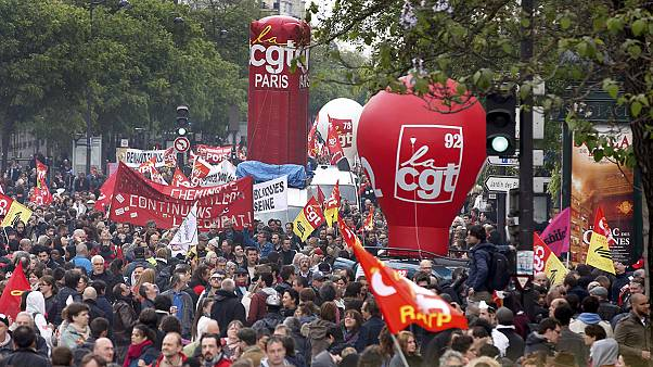 Krawalle am Rand der Massenproteste gegen Arbeitsmarktreform