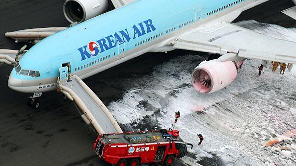 هلع في مطار طوكيو هانيدا بعد اندلاع حريق في محرِّك طائرة كورية جنوبية