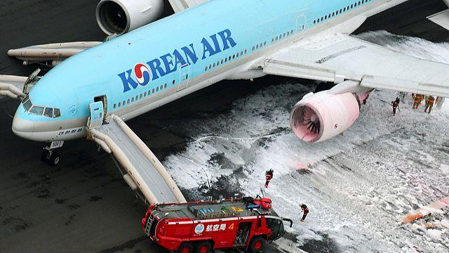 Токийский аэропорт Ханэда закрылся из-за возгорания южнокорейского лайнера