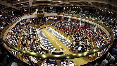 La loi d'expropriation foncière finalement adoptée en Afrique du Sud
