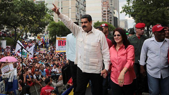 Legyávázta és lebolondozta a spanyol kormányfőt Venezuela elnöke