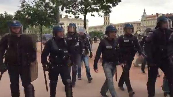 اعتراض به قانون کار در لیون؛ پلیس ضد شورش دوربین خبرنگار بخش فارسی یورونیوز را شکست