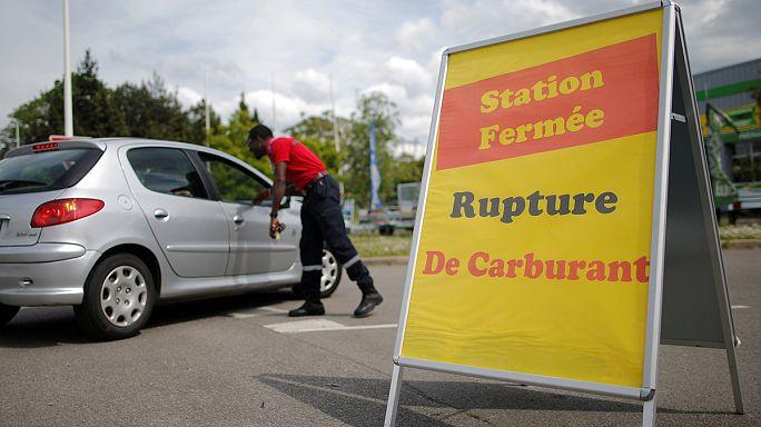 Újra lesz benzin a francia kutakon, bár a sztrájk folytatódik