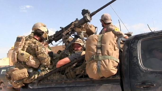 التحالف الدولي يطلب من القوات الامريكية في سوريا نزع شارات المقاتلين الاكراد