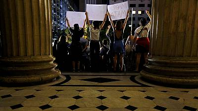 Brasil: Polícia à espera de exames para deter suspeitos de violação em grupo de menor