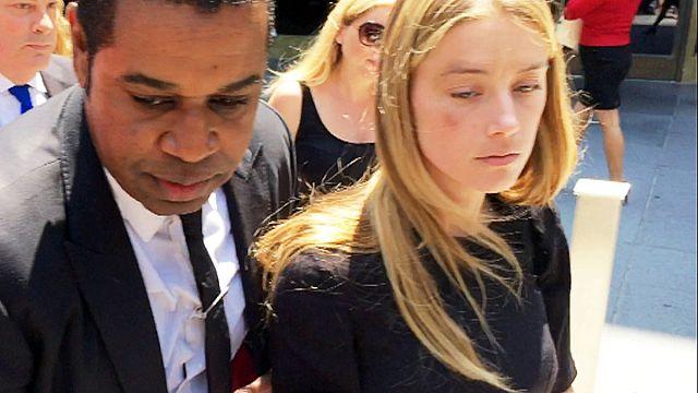 Суд запретил Джонни Деппу приближаться к жене